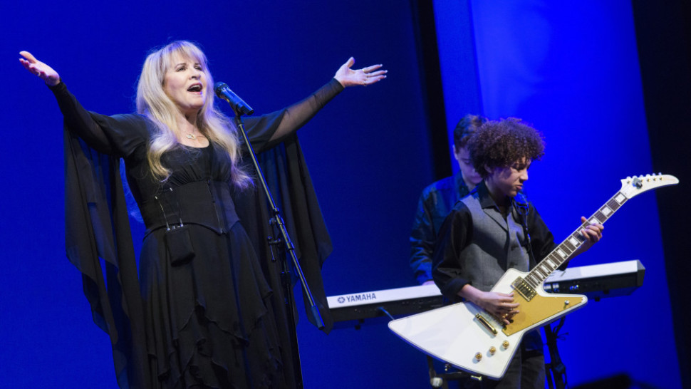 62cea761 Stevie Nicks and the Kids of 'School of Rock' Surprise Audience with  'Rhiannon'